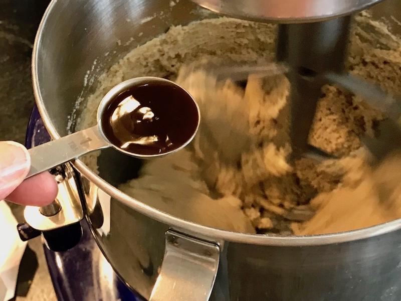 adding vanilla extract to batter | www.thefreshcooky.com
