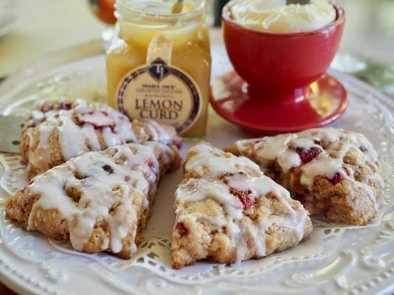 Strawberry Buttermilk Scones | www.thefreshcooky.com #strawberry #scones #lemoncurd #buttermilk