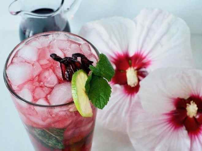 This recipe for all-natural, Hibiscus Mojito is so...fresh, fruity, floral, and minty...it's summer in a glass! #thefreshcooky #mocktail #hibiscus #floralcocktail #cocktail #mojito