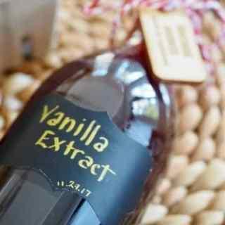 Pure Homemade Vanilla Extract | www.thefreshcooky.com