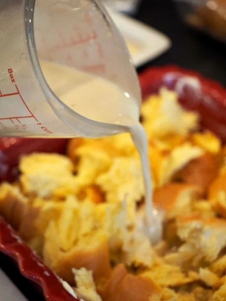 pouring custard mixture over french bread | www.thefreshcooky.com