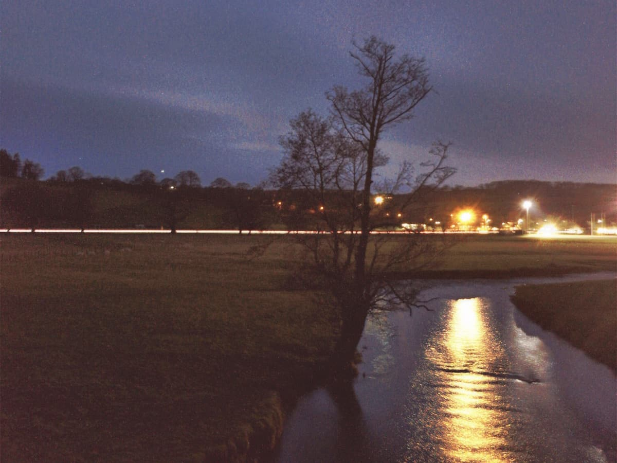 Ruthin Cae Ddol at Night | Featured Image | thefrozendivide