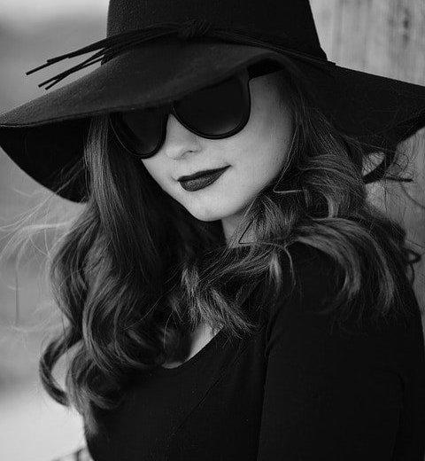 lady-in-black-hat