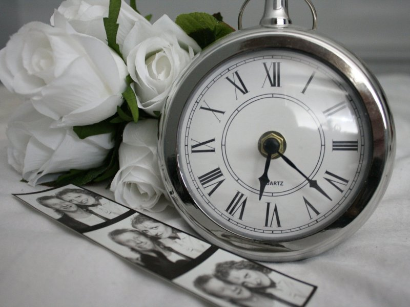 black-white-graphic-flowers-clock
