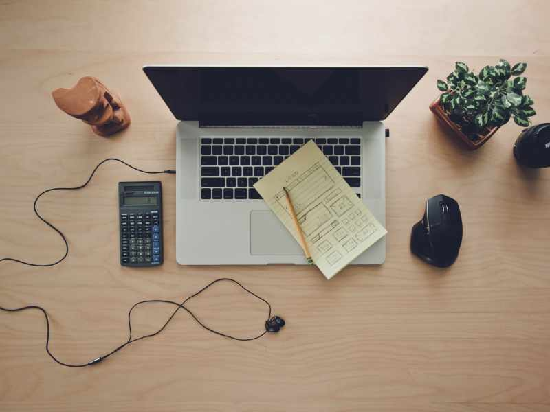 computer-workspace-blog-photo