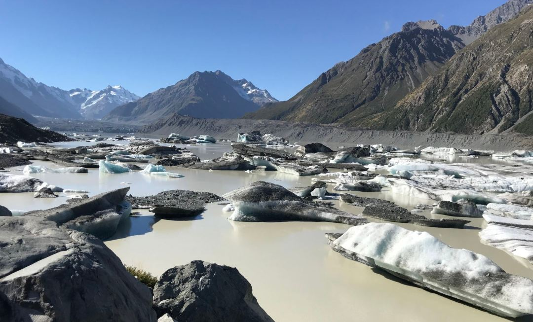 Rapidly melting icebergs from the Tasman Glacier