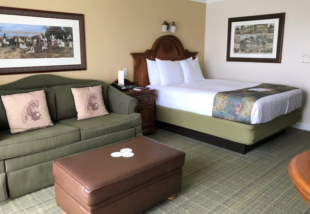 bed and couch in Saratoga Springs resort Studio Villa