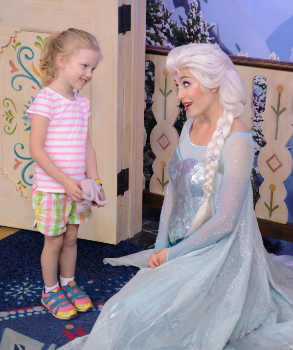 Little girl meeting Elsa