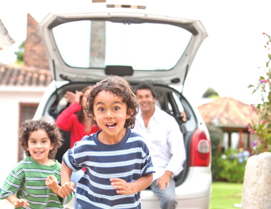 Think it's not possible to keep kids happy on the road without screen time? Check out these 21screen-free road trip ideas! No crafting skills involved!