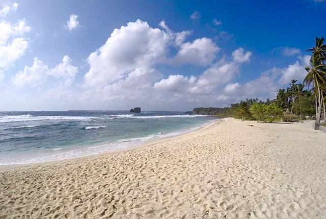 General Luna beach