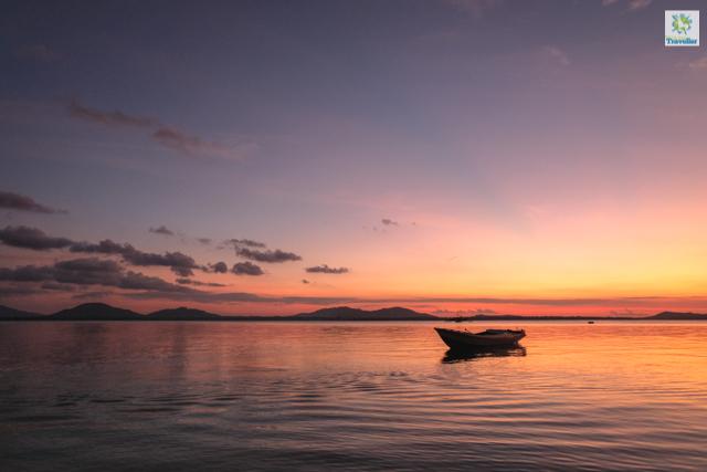 Sunset at Candaraman Island