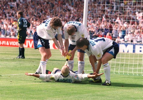 PAUL GASCOIGNE has the contents of the water bottle pored into his mouth by Alan Shearer as Steve McManaman and Jamie Redknapp join in his goal celebrations. EURO CHAMPIONSHIPS 1996, ENGLAND v SCOTLAND, 15/6/96. WEMBLEY CREDIT: COLORSPORT / ANDREW COWIE