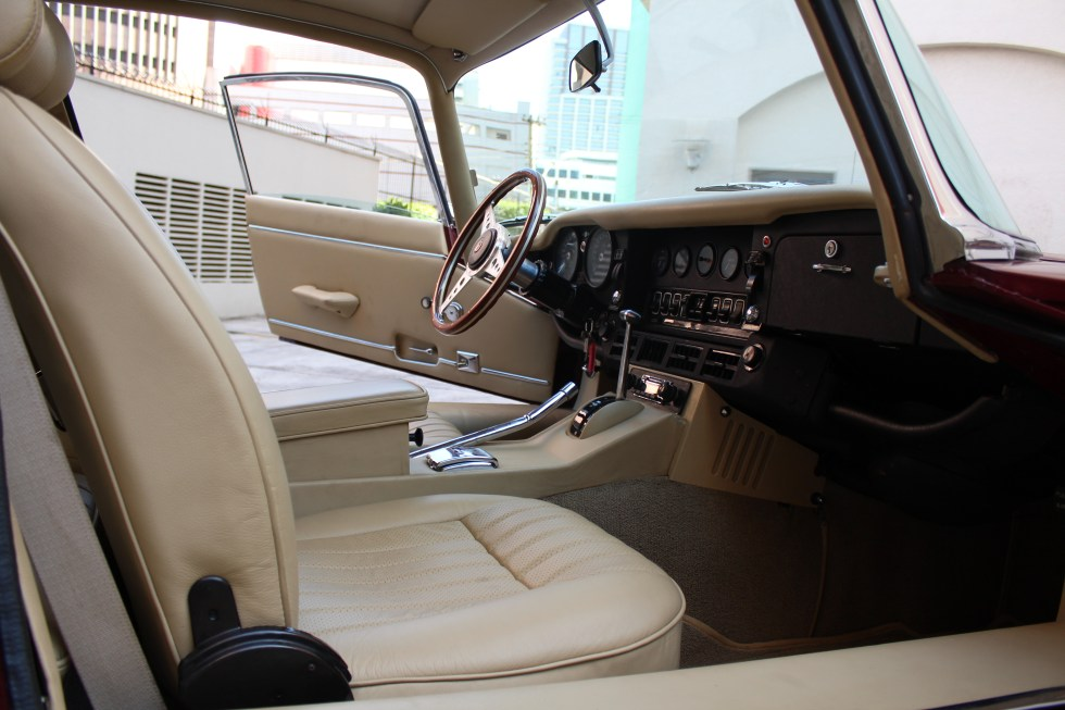 1973 Jaguar E-Type V12 interior