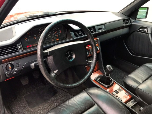 1991-Mercedes-benz-300TE-thegarage-26