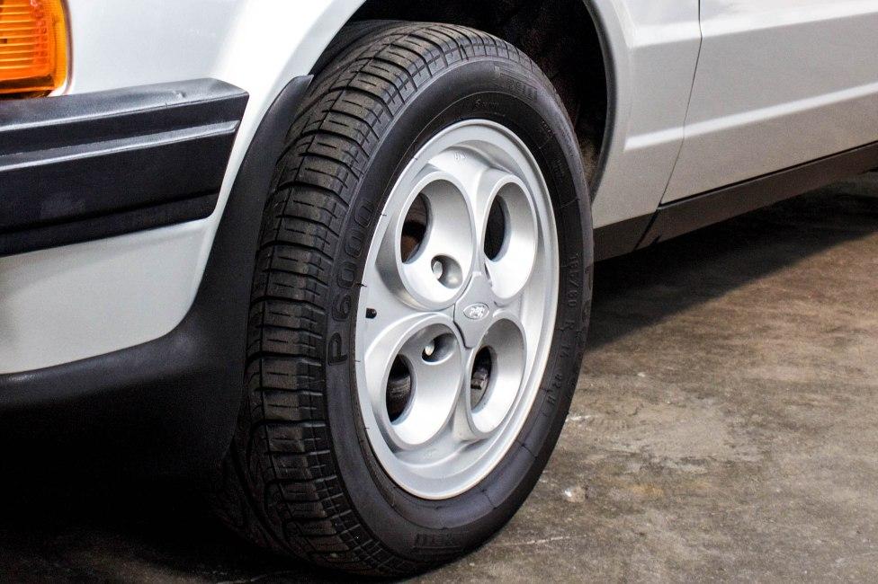 1986 Ford Escort XR3 rodas e pneus originais