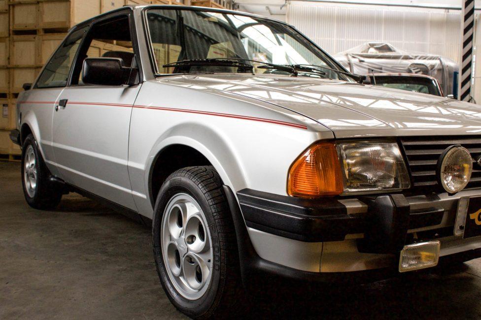 1986 Ford Escort XR3 com teto solar a venda na The Garage loja especializada em carros antigos