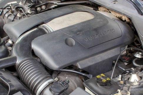 jaguar-xj8-supercharged-engine
