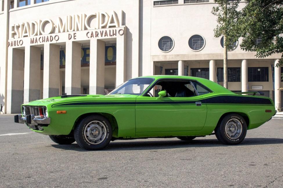 1973-Plymouth-Barracuda-loja-de-carros-antigos-Thegarage-01