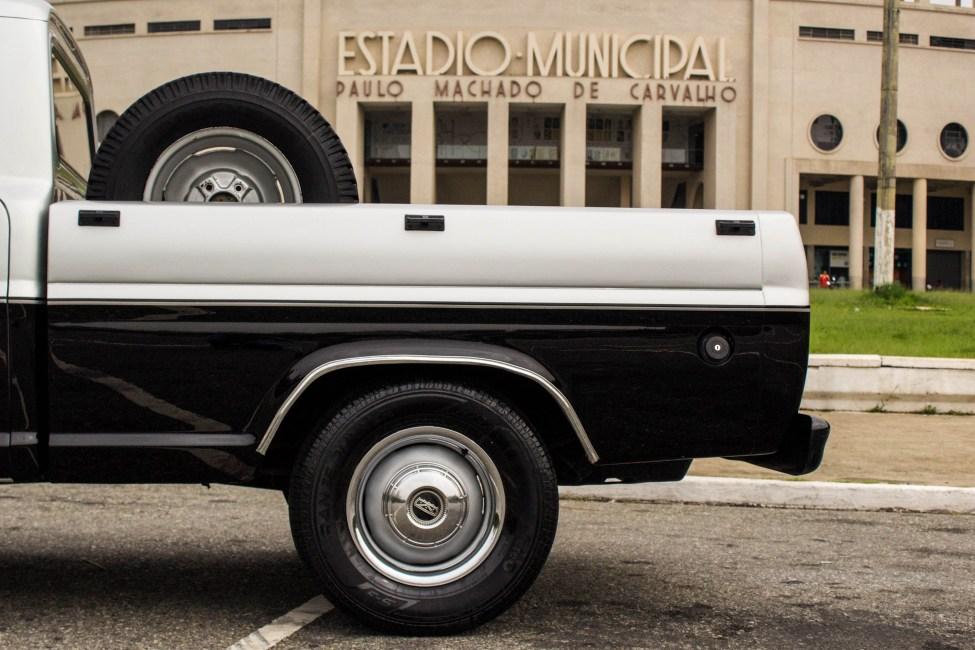 1985 Ford F-100 A venda na The Garage Loja de carros antigos