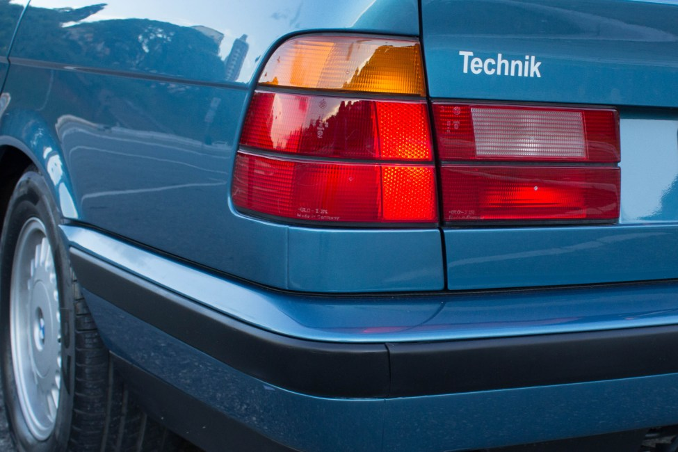 1993-BMW-525i-touring-e34-carro-antigo-lanterna