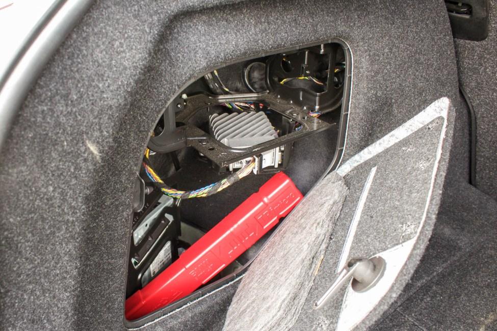 2013-BMW-M135i-a-venda-the-garage-compartimento traseiro