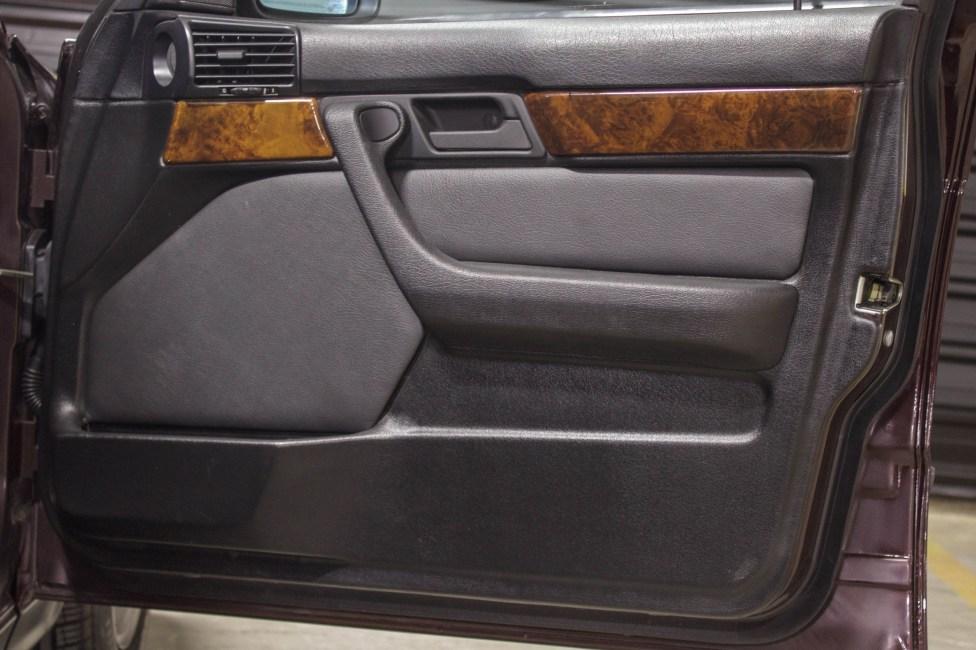 1994-BMW-540i-E34-the-garage-carros-antigos-capa-de-porta-bmw