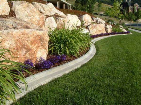 beautiful & classic lawn edging