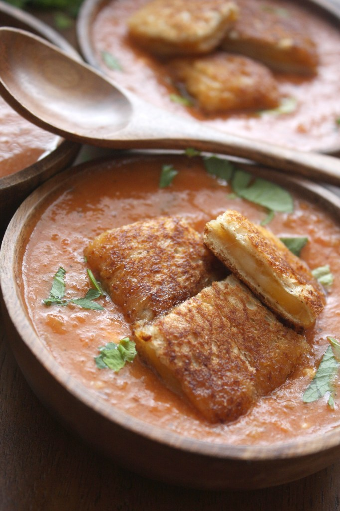 Spicy Roasted Red Pepper Tomato Soup with Grilled Cheese Croutons -- TheGarlicDiaries.com