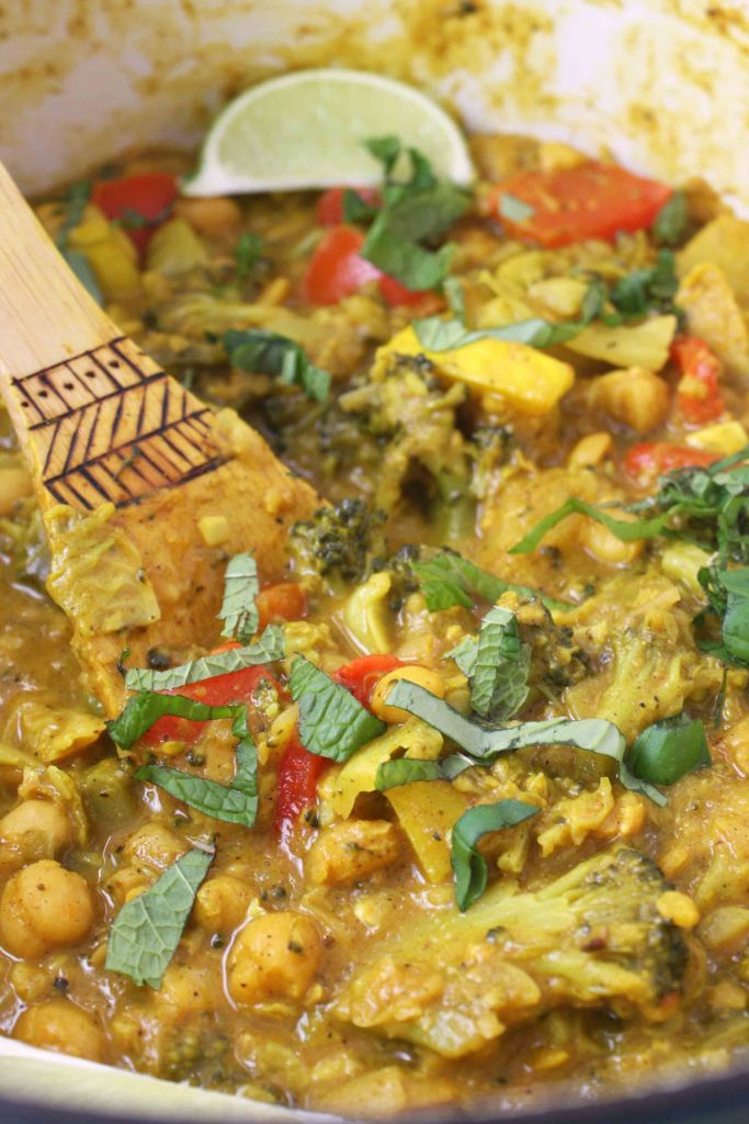 Chickpea and Veggie Curry -- TheGarlicDiaries.com