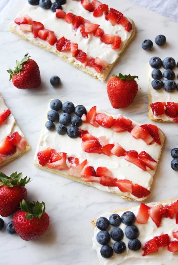 Individual 4th of July Fruit Pizzas -- TheGarlicDiaries.com