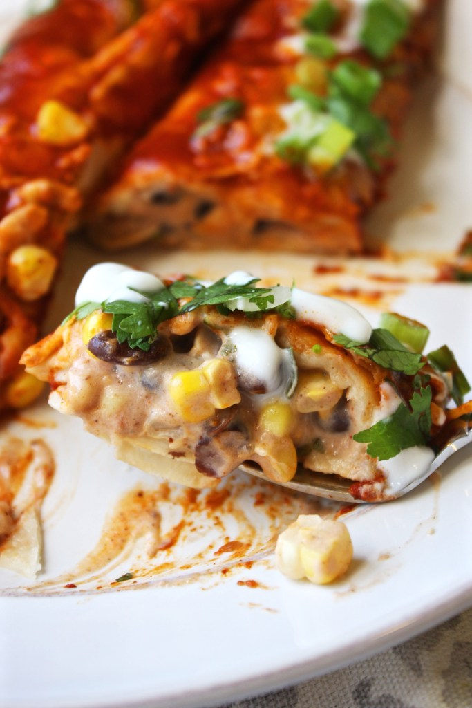 Skinny Vegetarian Enchiladas - these mouthwatering enchiladas are less than 250 calories per serving, and you won't miss the extra calories! TheGarlicDiaries.com