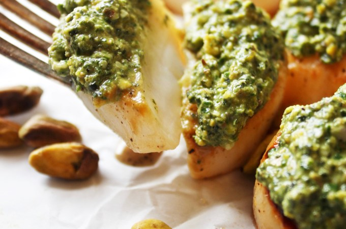 Pan Seared Scallops with Pistachio Pesto [21 Day Fix]