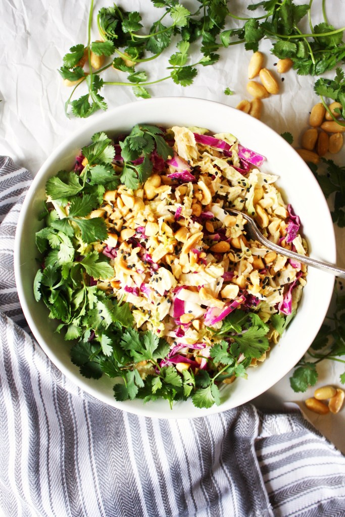 Crunchy Cabbage Salad with Peanut Dressing [21 Day Fix] - Healthy and loaded with flavor, this easy salad is tough to beat! Vegan, gluten free - TheGarlicDiaries.com