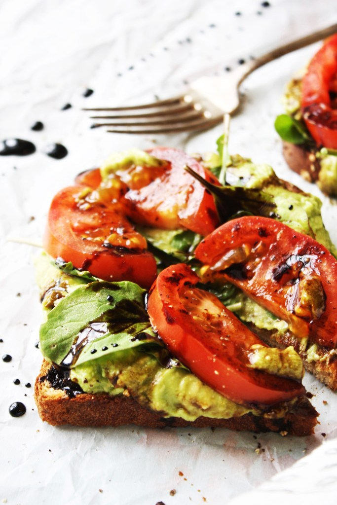 Avocado, Arugula, and Tomato Toasts with Easy Balsamic Syrup [21 Day Fix] - These quick and simple toasts have the most deliciously perfect combination of flavors and textures! So yummy - TheGarlicDiaries.com