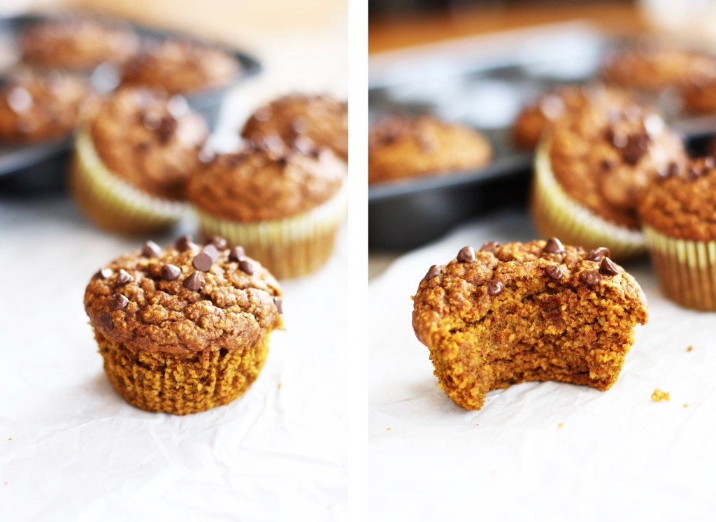 Clean Eating Pumpkin Muffins! Made with oat flour and zero refined sugar, these fall goodies will make your fall extra warm and cozy! TheGarlicDiaries.com