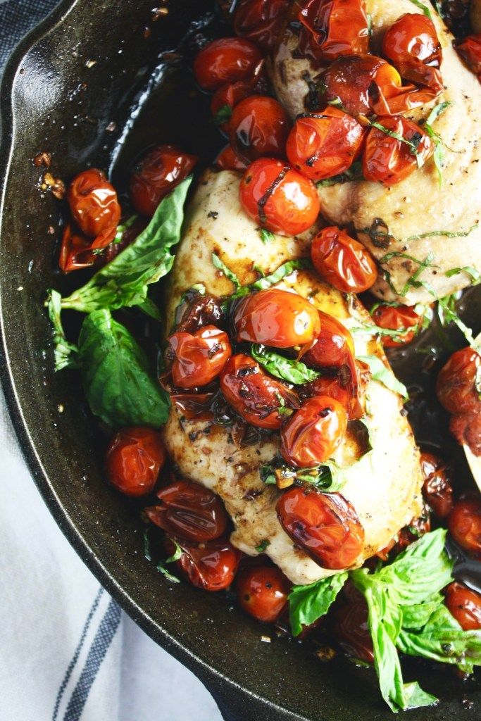 One Pan Balsamic Tomato Chicken - This super simple one pan dinner could not be more comforting or more loaded with absolutely mouthwatering flavor! TheGarlicDiaries.com