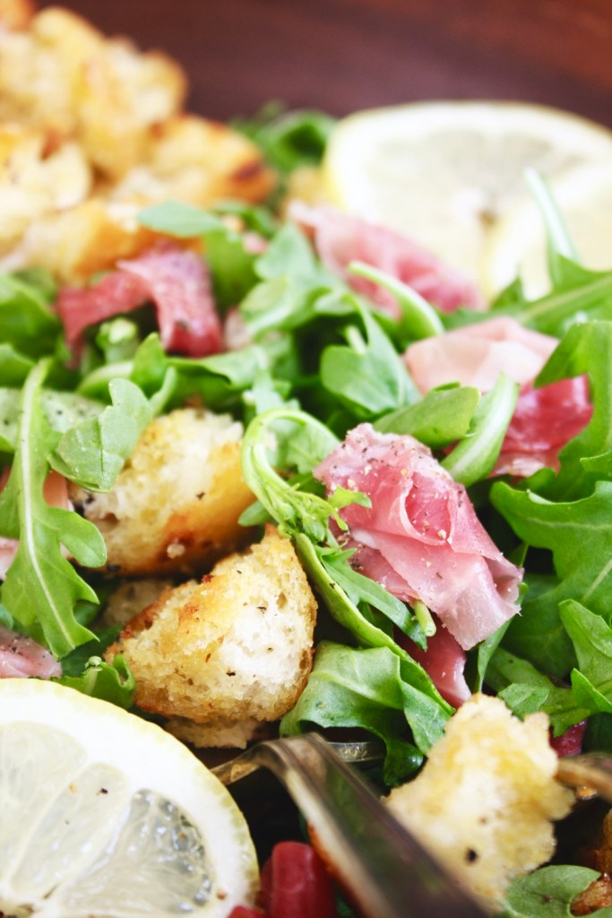 Arugula Prosciutto Salad with Lemony Vinaigrette - This delicious and simple salad only has a few ingredients, but the flavor combo is to die for! TheGarlicDiaries.com