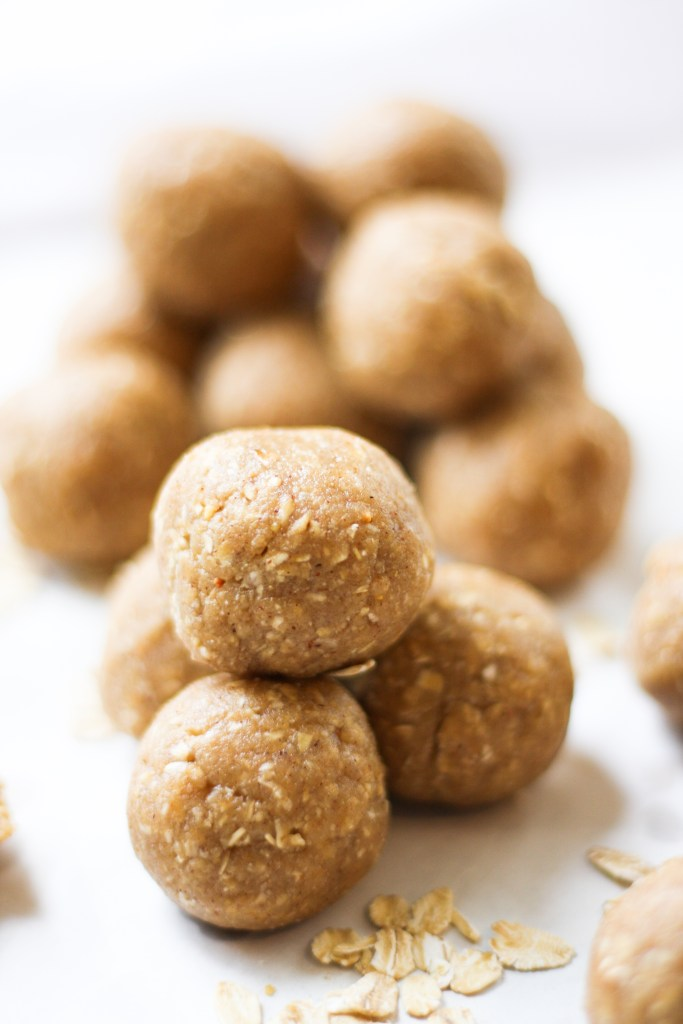 Peanut Butter Oatmeal Cookie Dough Bites - These healthy treats are easy to make, taste JUST like a ball of cookie dough, and will satisfy your sweet tooth in a healthy way! The best.