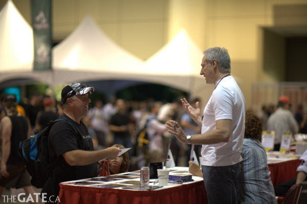 Actor Brent Spiner meets a fan at the 2008 Fan Expo