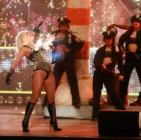 Lady Gaga performs at the 2009 MMVAs