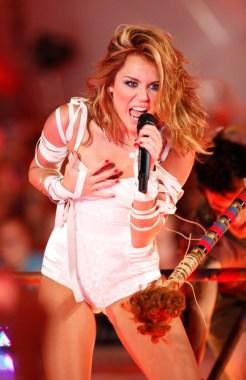 Miley Cyrus, MMVA co-host