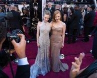Amanda Seyfried & Jessica Chastain