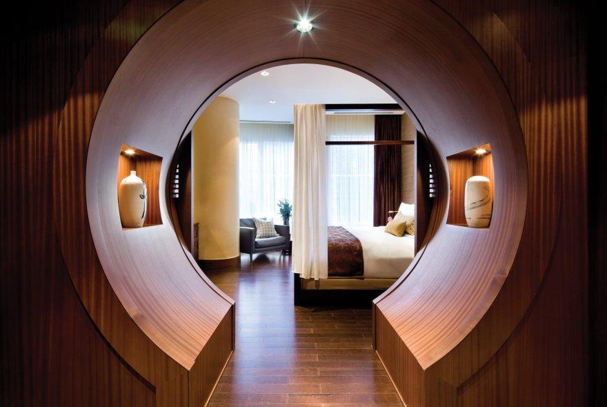Shangri-La Suite - Moongate