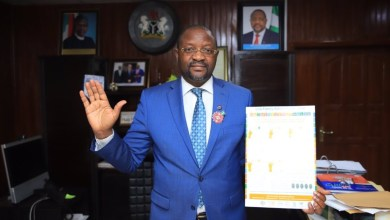 Photo of I'll Work With Govt To Give You Succour, Sunday Dare Assures Akesan Market Fire Disaster's Victims