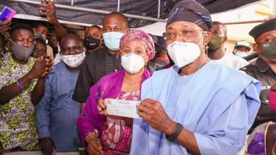 Photo of In Pictures, Jubilant Residents Welcome Aregbesola, Family To Ilesa For APC Membership Revalidation