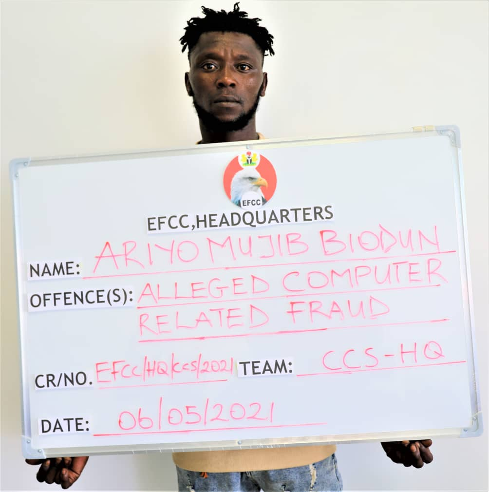 Eight Abuja 'Yahoo' Boys In EFCC's Net; See Their Faces