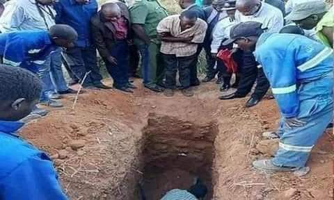 Pastor To Followers: Bury Me Alive, I'll Resurrect In Three Days Like Jesus; He Was Buried Alive But Failed To Resurrect + Photos