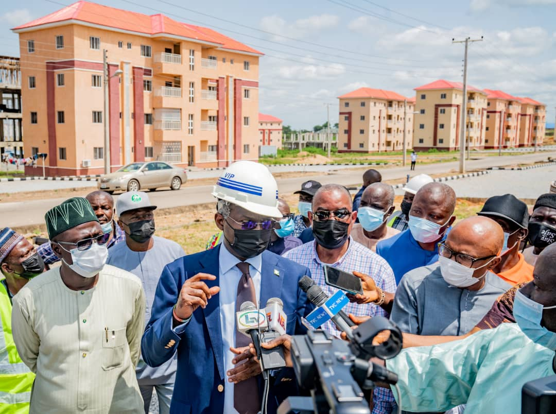 In Pictures, Fashola Inspects FHA's Mass Housing Scheme In Abuja