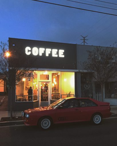 Pebbles getting coffee | img: @nutschell