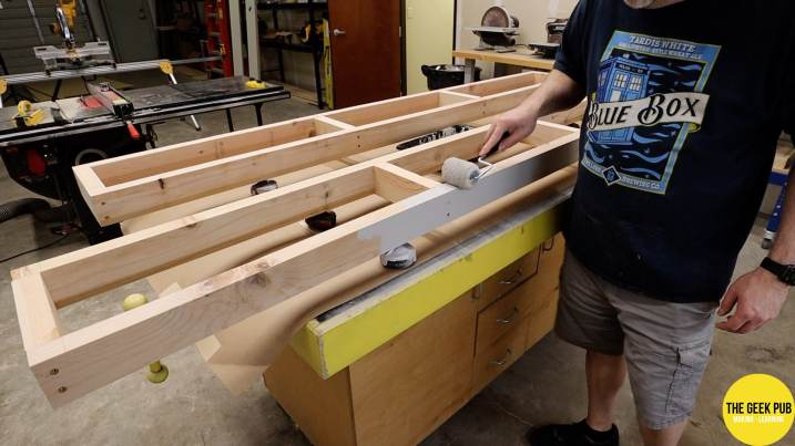 Ultimate Electronics Workbench 0024 - Painting